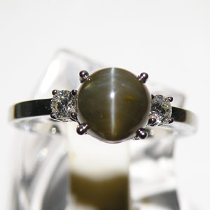 3.43-Carat Chrysoberyl Cat's Eye Ring